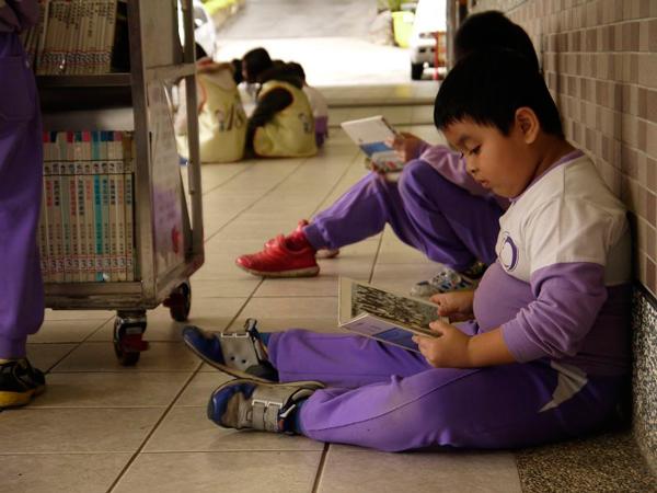 埔里教育-閱讀是一種力量。(18度C文化基金會提供)