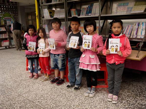 埔里教育-閱讀護照紀錄學童的閱讀歷程。(18度C文化基金會提供)