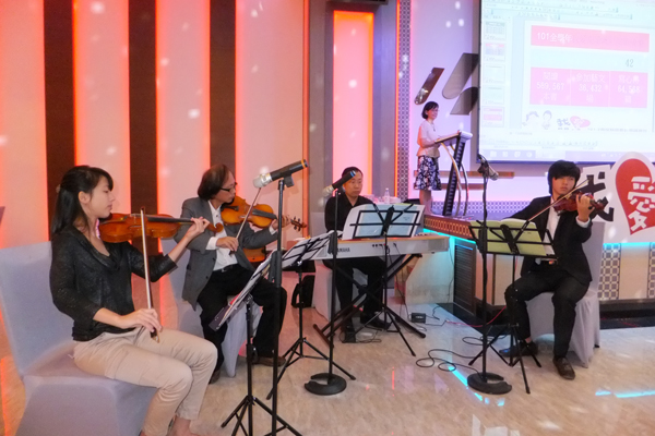 埔里教育-埔里Butterfly交響樂團伴奏演出。(唐茹蘋攝)