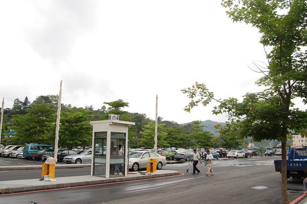 魚池旅遊-日月潭水社中興停車場將自103年元旦起開始收費。(柏原祥攝)