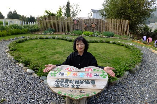 埔里生活-噶哈巫婦女潘阿盆認養社區公園成為入口意象。(唐茹蘋攝)