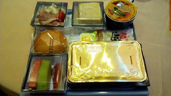埔里美食-華航的機上餐選用金都餐廳四道特色菜,4月以後全航線開始供應。(唐茹蘋攝)